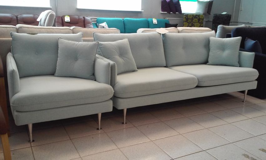 Fabric: Vento 3. Leg: Metal. Sofa Dimensions: